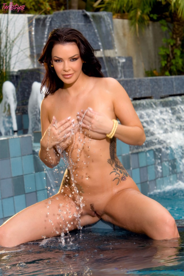 Sophia Santi Gets Wet